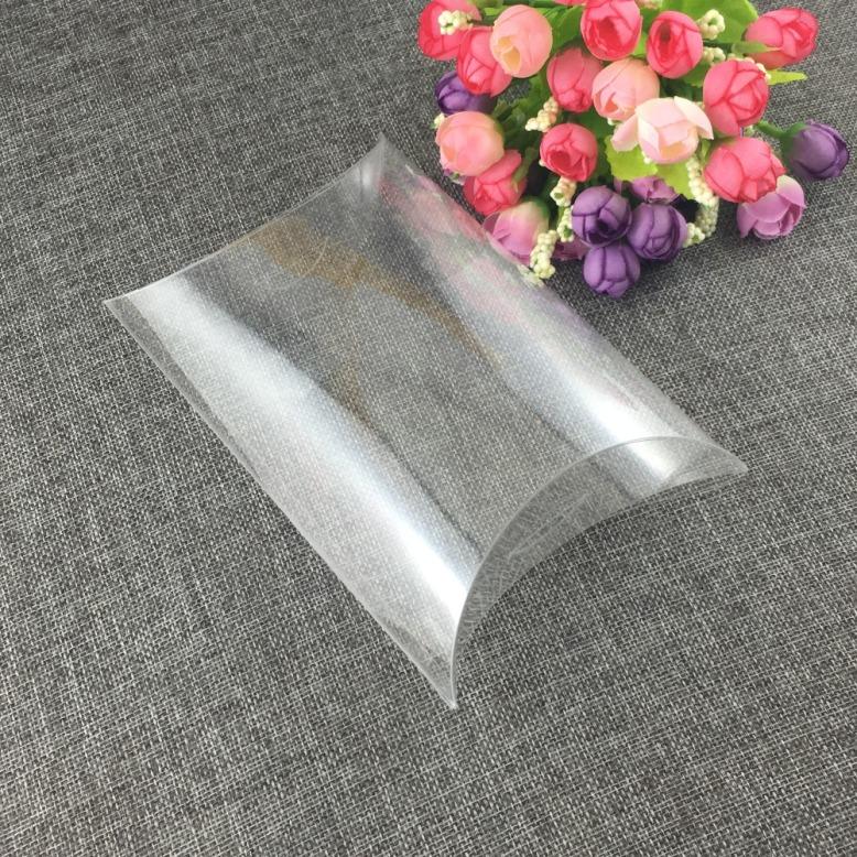 Hộp-nhựa-trong-suốt-hình-gối