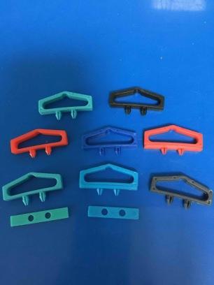 moc-nhua-treo-do-phu-kien-plastic-euro-hook- (1)
