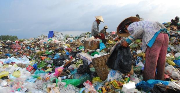 Tấm nhựa trong suốt PVC và PET chất lượng cao Rac-thai-bao-bi-nhua-tai-vietnam