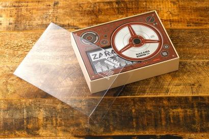 hop-dung-bang-cassette-NAKAMA-nap-trong-suot-3